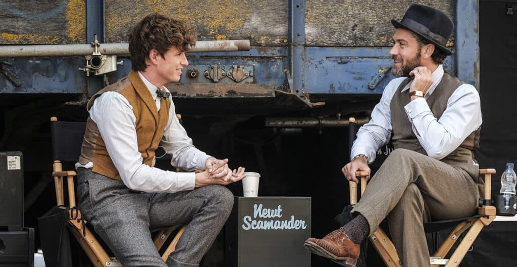 Eddie Redmayne e Jude Law no set de Animais Fantásticos 2