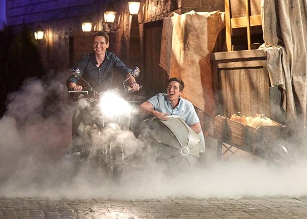 Gêmeos Phelps na motocicleta voadora de Hagrid
