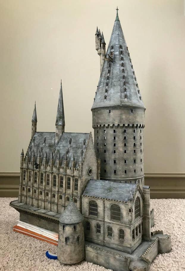 Potterish :: Harry Potter, o Ickabog, Animais Fantásticos e JK Rowling Pai cria réplicas de Hogwarts, Beco Diagonal e outros cenários de Harry Potter dentro de casa