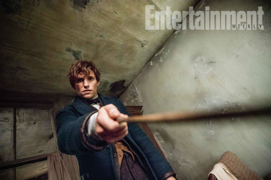 """Potterish.com [Year 18] :: Harry Potter, The Ickabog, Fantastic Beasts, JK Rowling, Daniel, Emma & Rupert Entertainment Weekly reveals details about second """"Fantastic Beasts"""" and new picture"""
