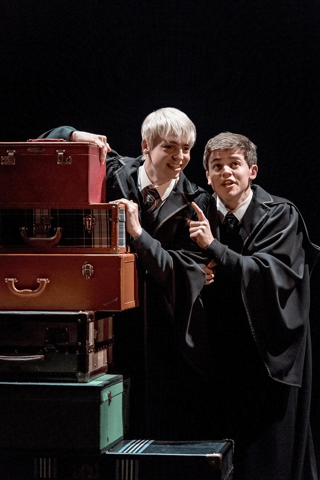 """Potterish :: Harry Potter, o Ickabog, Animais Fantásticos e JK Rowling Seção Granger: """"Harry Potter e a Criança Amaldiçoada"""""""