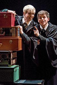 Anthony Boyle e Sam Clemmett interpretam os improváveis melhores amigos em Harry Potter e a Criança Amaldiçoada (Manuel Harlan)