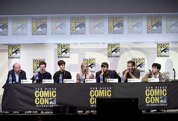 (Esquerda para a direta), Diretor David Yates e atores Eddie Redmayne, Katherine Waterston, Alison Sudol, Dan Fogler, Colin Farrell e Ezra Miller.