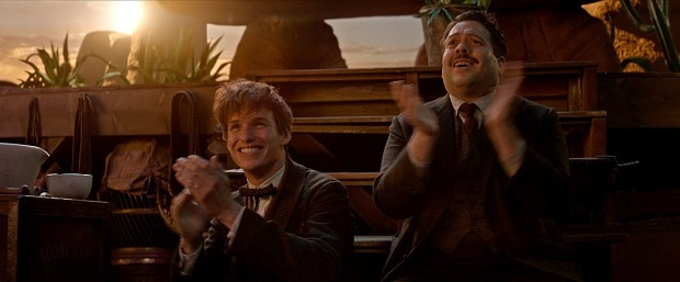 newt_jacob_clapping_fantastic_beasts_cc_trailer