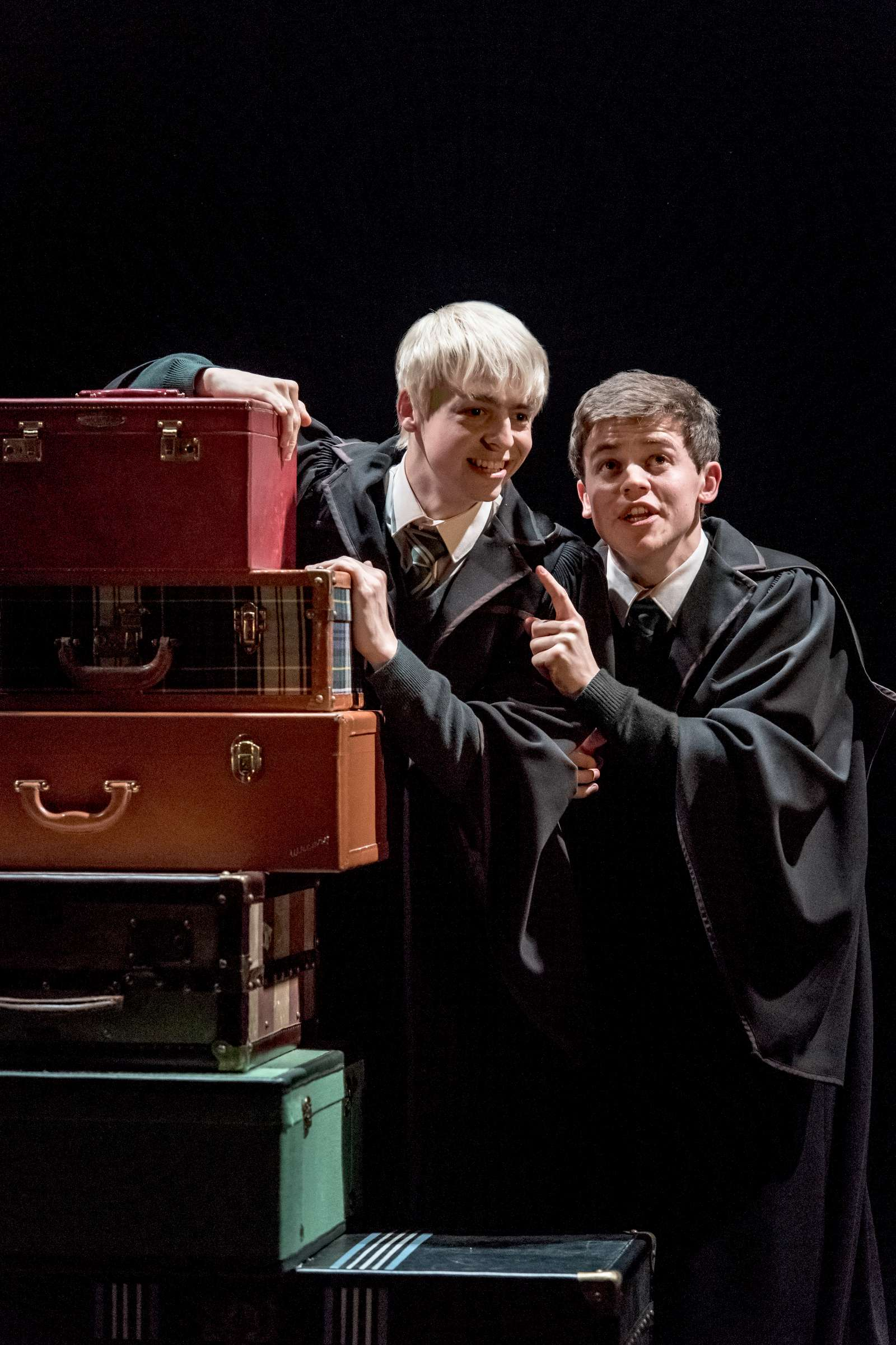 Anthony Boyle e Sam Clemmett interpretam Escórpio Malfoy e Alvo Severo Potter em Hary Potter and the Cursed Child.
