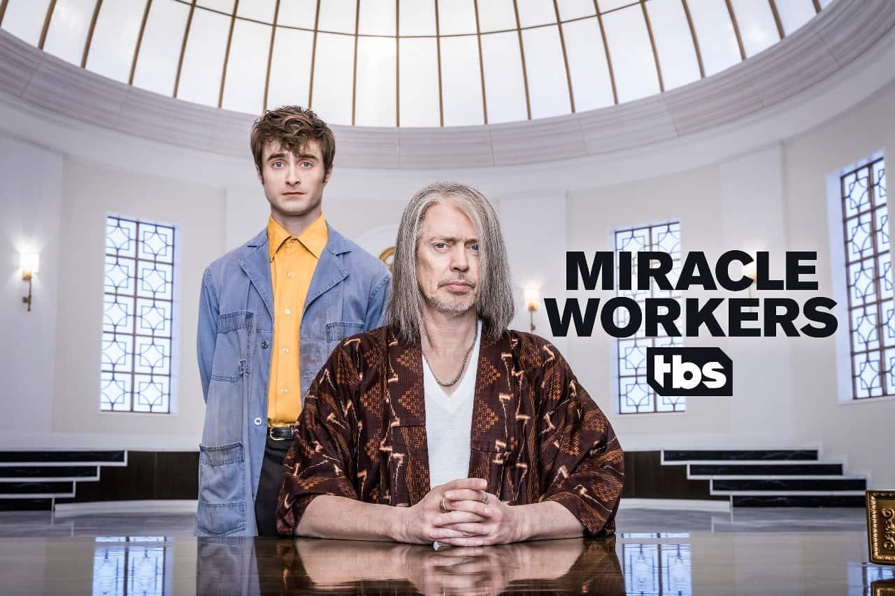 Daniel Radcliffe e Steve Buscemi em Miracle Workers