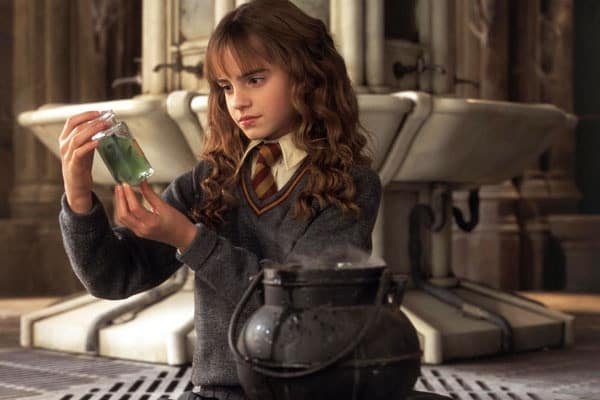 Potterish.com [Year 18] :: Harry Potter, The Ickabog, Fantastic Beasts, JK Rowling, Daniel, Emma & Rupert SPOILERS: 18 references from Harry Potter in The Crimes of Grindelwald