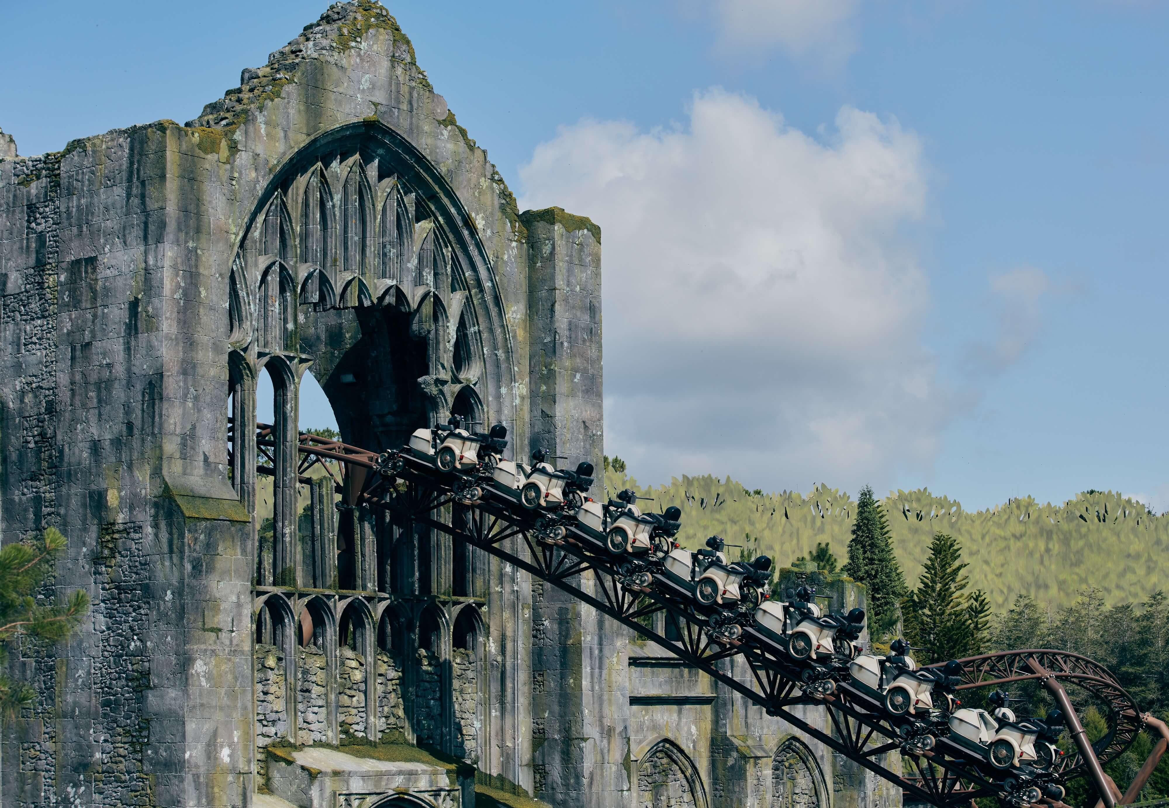 Potterish.com [Year 18] :: Harry Potter, The Ickabog, Fantastic Beasts, JK Rowling, Daniel, Emma & Rupert Hagrid's roller coaster keeps Harry Potter's magic alive