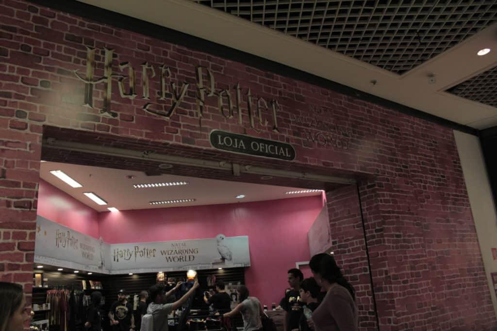 Potterish :: Harry Potter, o Ickabog, Animais Fantásticos e JK Rowling Com decoração de Natal de Harry Potter, shoppings trazem Hogsmeade e Beco Diagonal a São Paulo