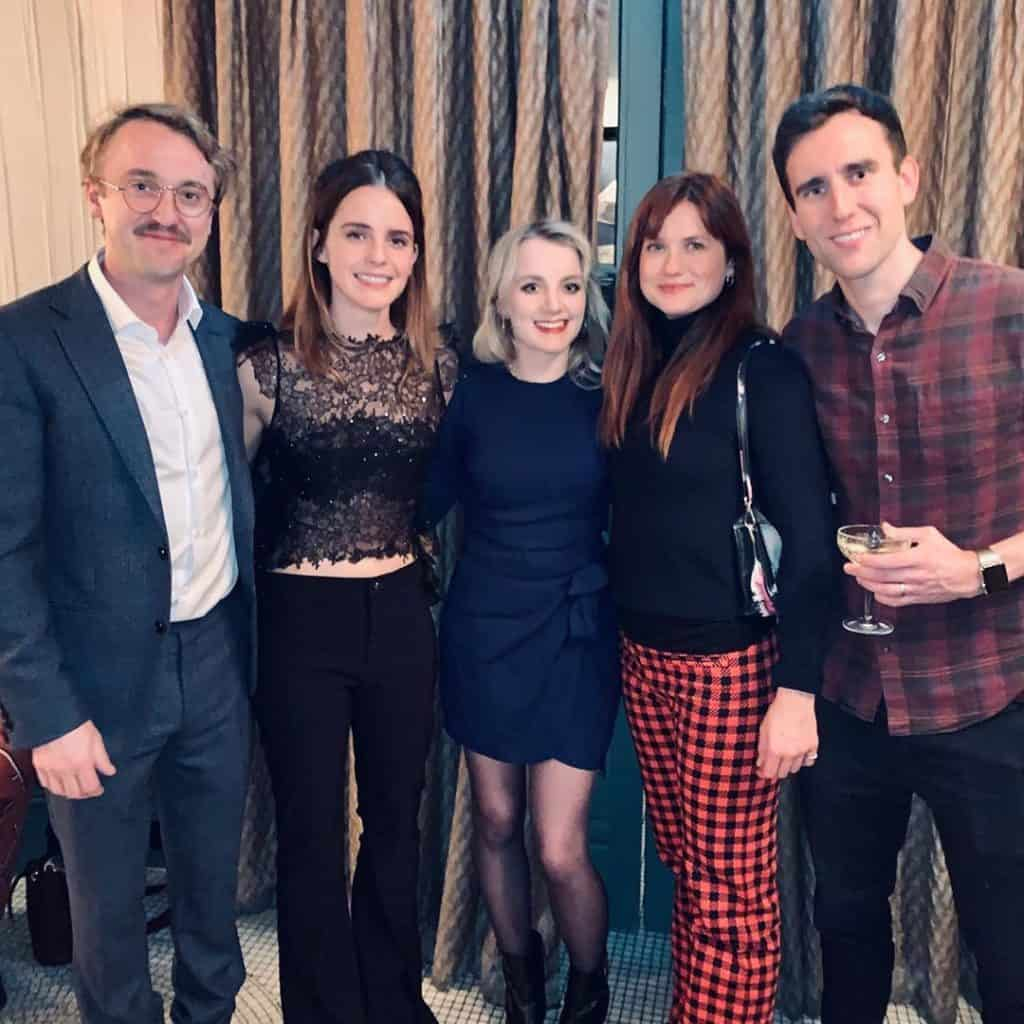 Atores de Harry Potter posam para foto juntos no Natal de 2019