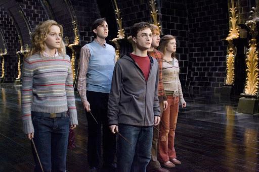Hermione Granger, Neville Longbottom, Harry Potter, Rony e Gina Weasley, da Grifinória